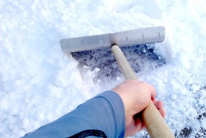 Schneeräumen geht zu den Verkehrssicherungspflichten eines Hauseigentümers und Mieters