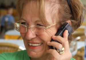Senioren haben besondere Ansprüche an ein Handy oder Smartphone. Deshalb gibt es Seniorenhandys