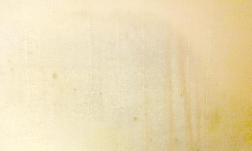 Eine verschmutzte Schaumstoffmatratze muss gewaschen werden